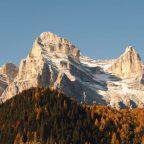 Vista del Monte Pelmo in autunno